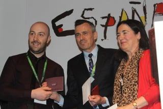 Ian Collins from Strand Travel receives his prize from Juanjo Gonalezof,Paradores and Teresa Gancedo,Spanish Tourist Office.